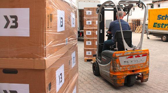 Wir bieten Ihnen Lagerfläche und individuelle Service-Pakete